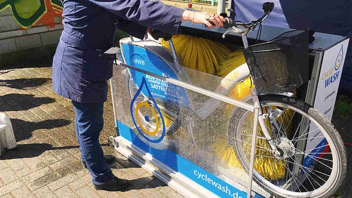 Keringkan sepeda setelah dicuci