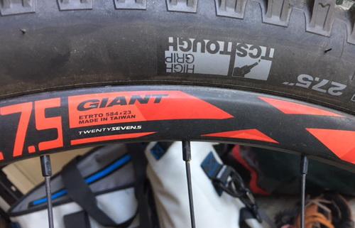 Label pada velg sepeda