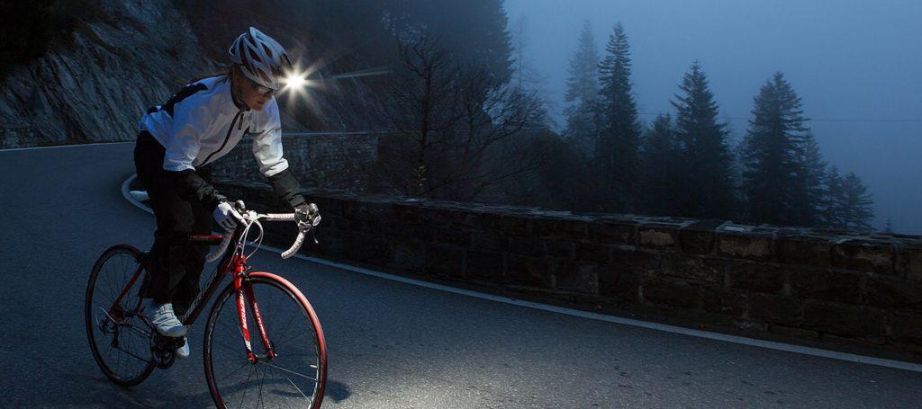 Lampu helm sepeda