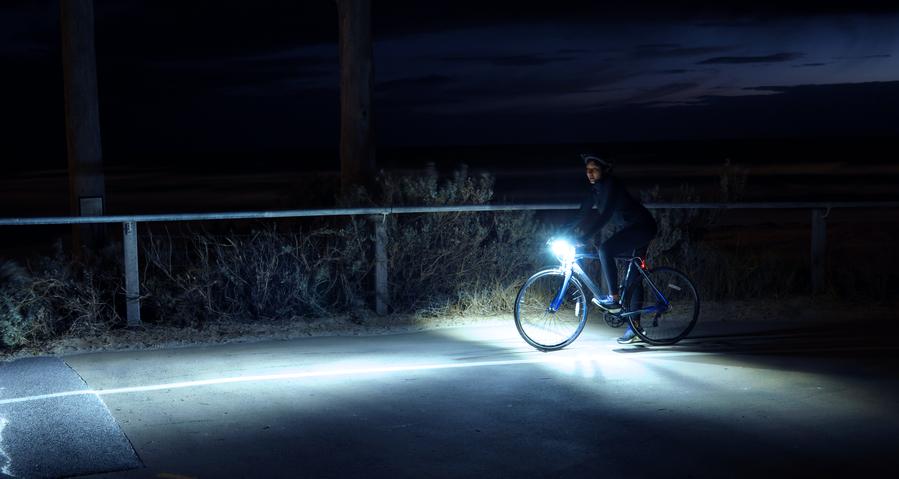 Lampu sepeda untuk melihat dan agar terilhat
