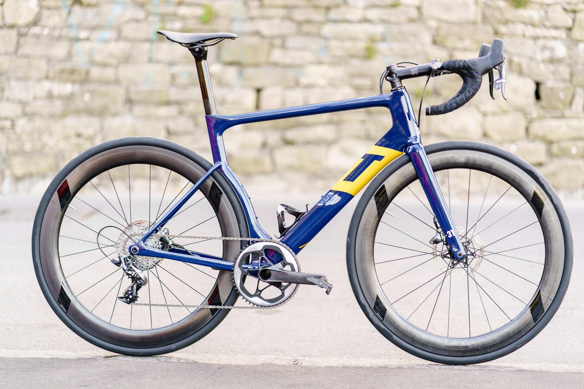 Sepeda Balap dengan single chainring Aqua Blue Sport's new 3T Strada team