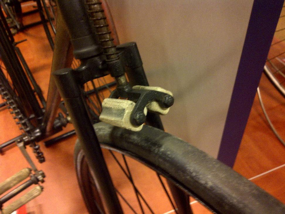 Sepeda dengan rem jenis duck roller brake