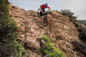 Balap Sepeda Gunung Downhill