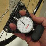 Pengukur tegangan jari-jari - Spoke tension meter