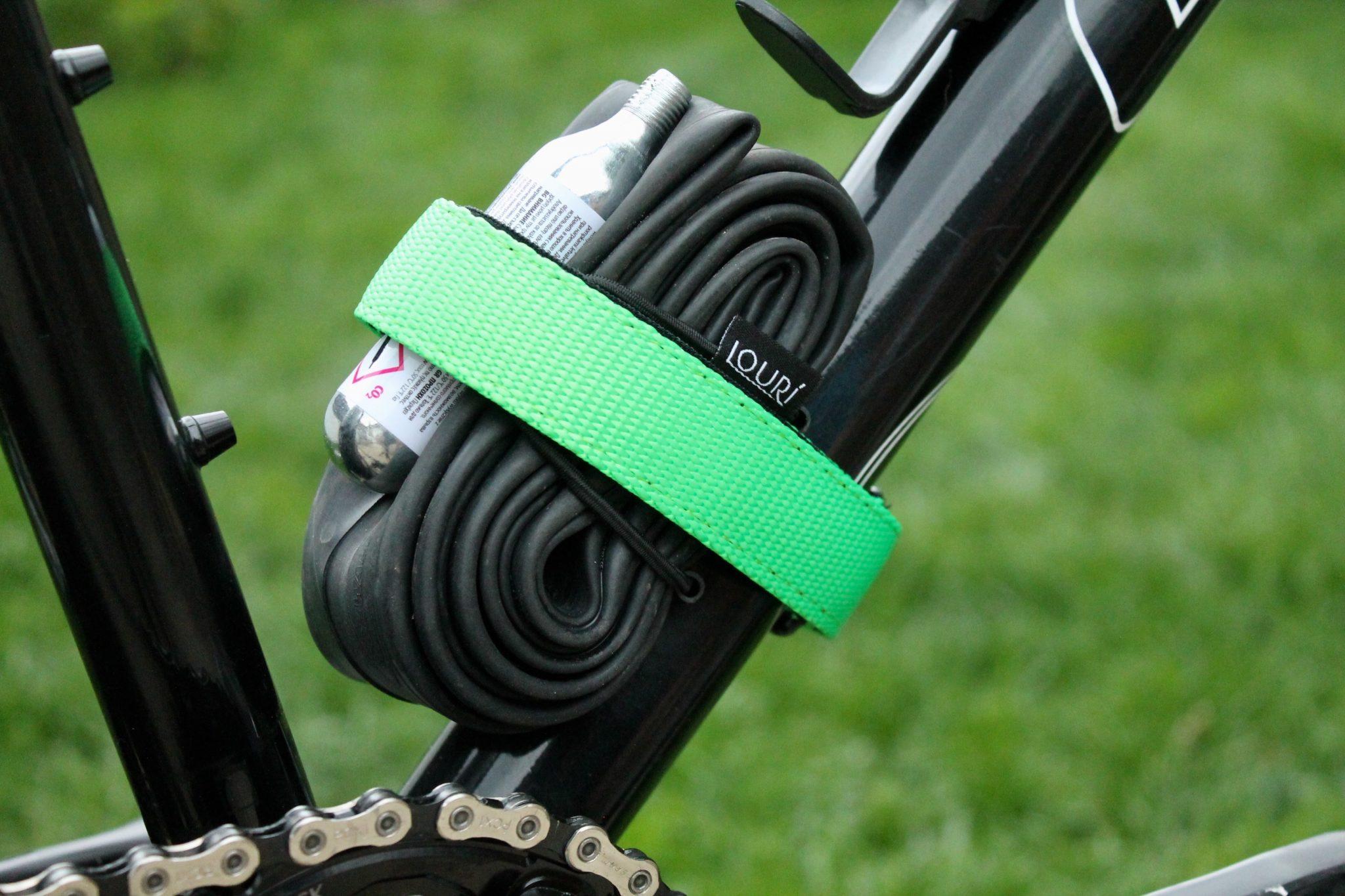 Velcro untuk mengikat ban dalam pada frame sepeda