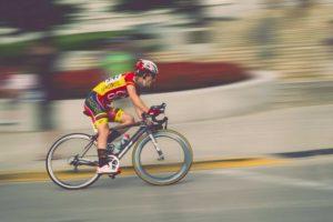 Gunakan perlengkapan sepeda yang benar
