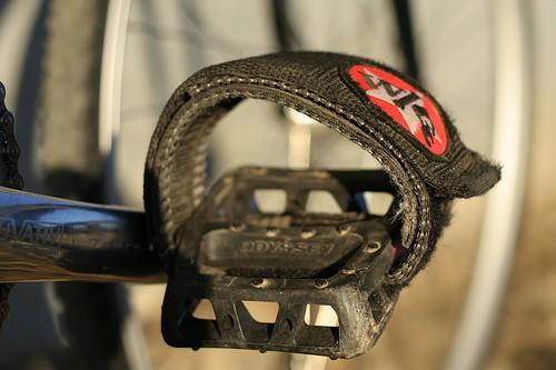 Strap pada pedal sepeda Fixie