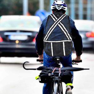 Gear agar aman bersepeda di jalan raya