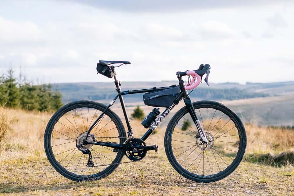 Sepeda balap Gravel dengan groupset Shimano GRX