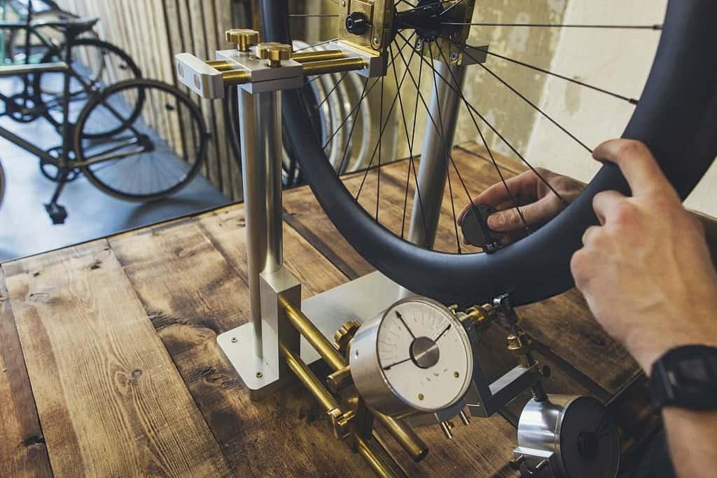 Mengukur komponen sepeda