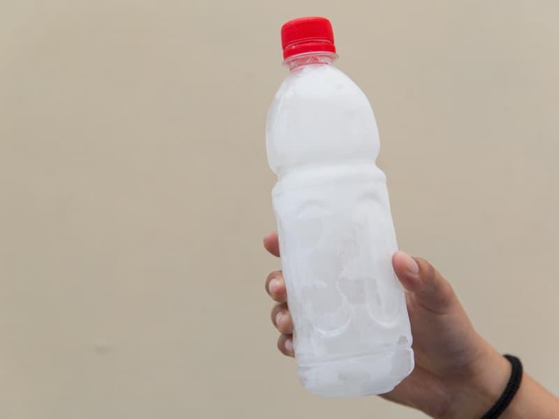 Botol minum beku