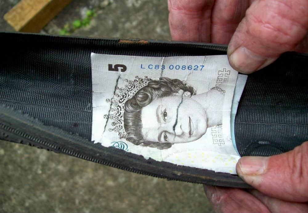 Tire boot dengan uang