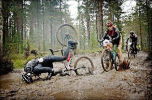 Potensi kecelakaan ketika bersepeda di lumpur