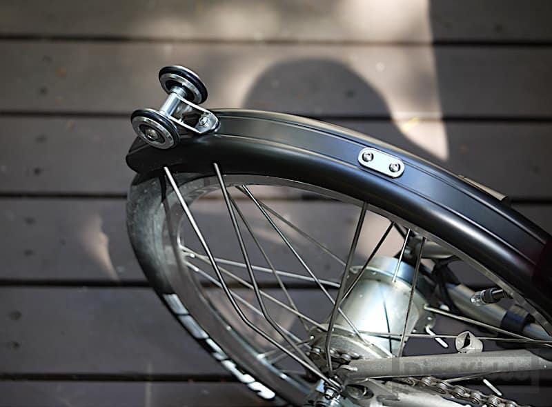 Roda pada fender sepeda lipat