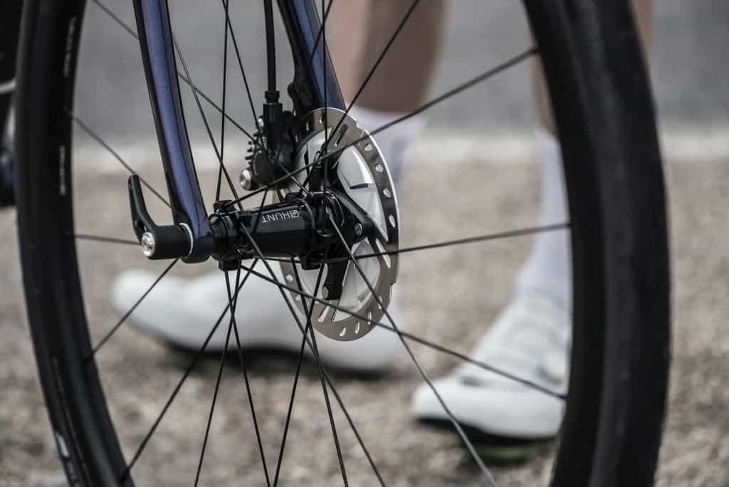 Thru Axle pada sepeda balap dan disc brake