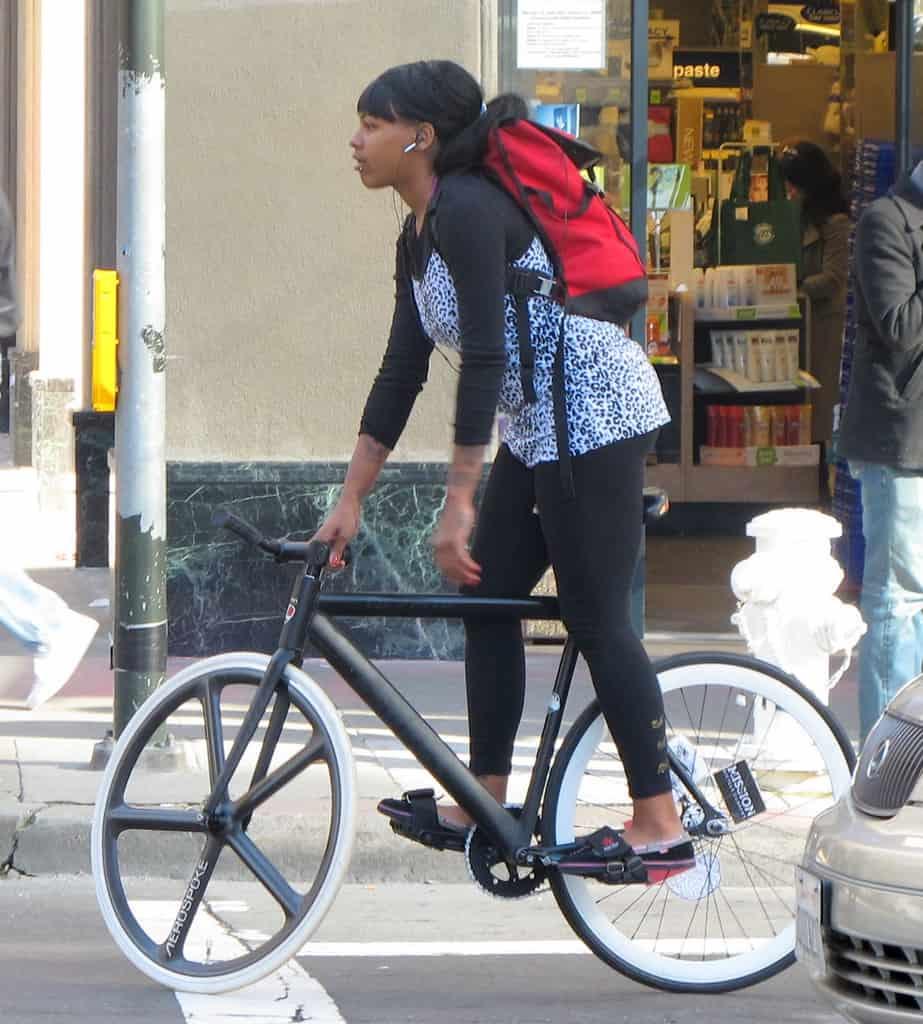Berdiri di pedal - Sepeda Fixie