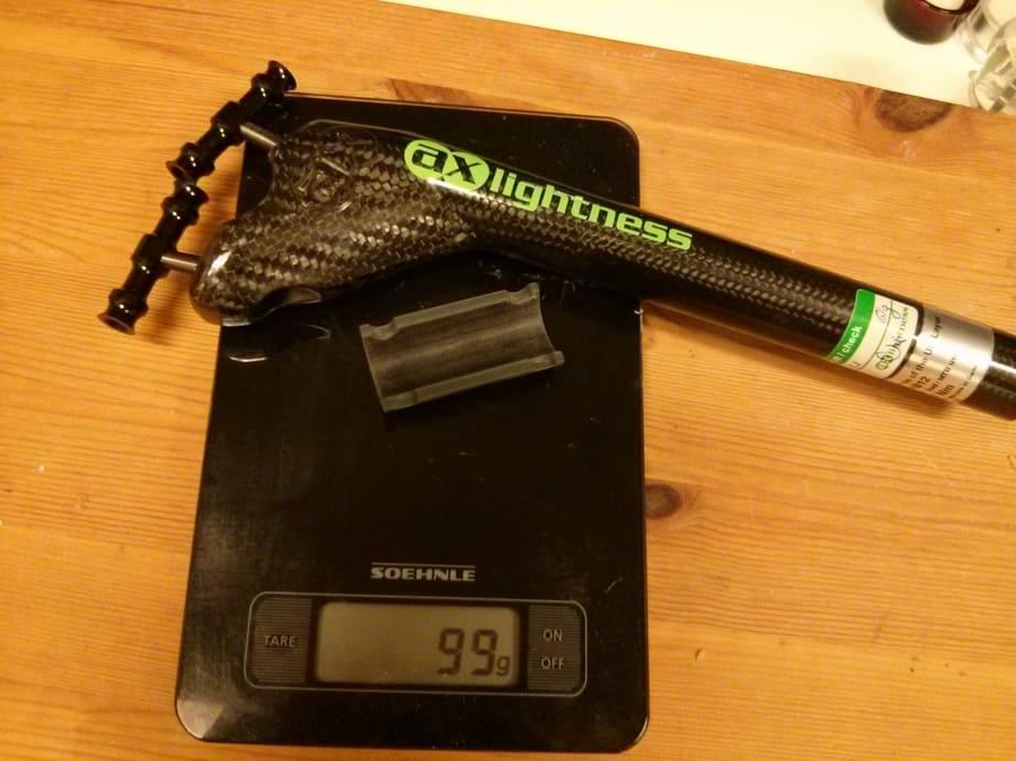Berat seatpost carbon 100 gram