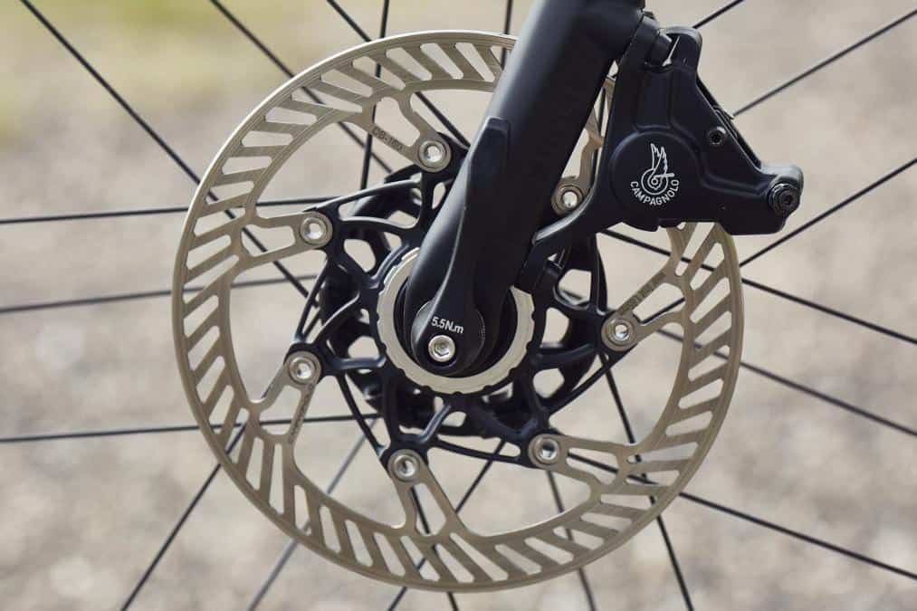 Disc brake memberikan tekanan lebih kuat pada jari-jari