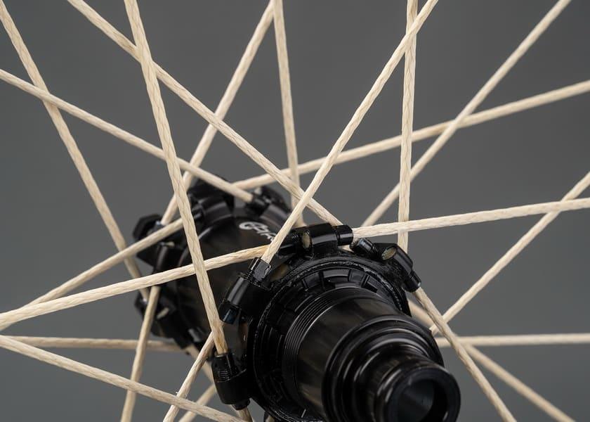Jari-jari sepeda berbahan tali serat