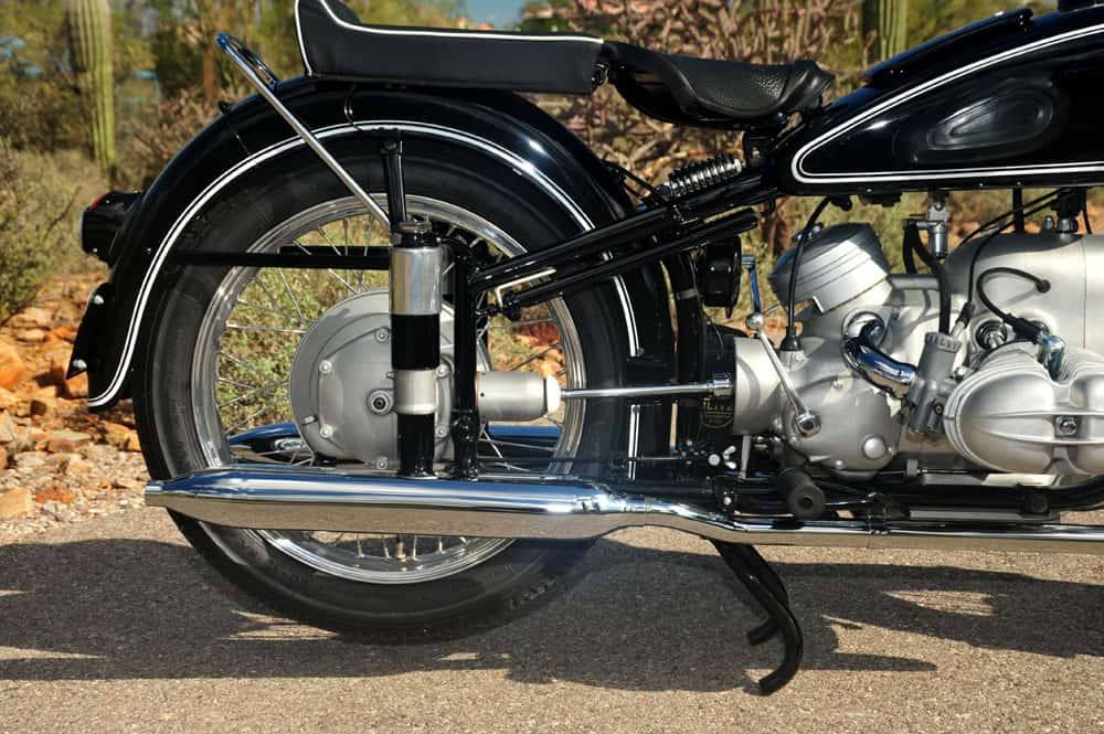 Motor dengan sistem penggerak drive shaft