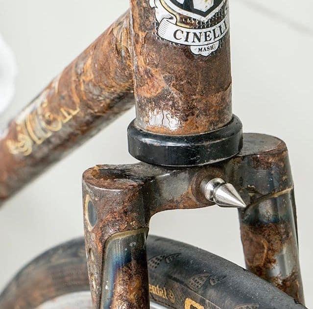 Karat parah pada sepeda frame besi