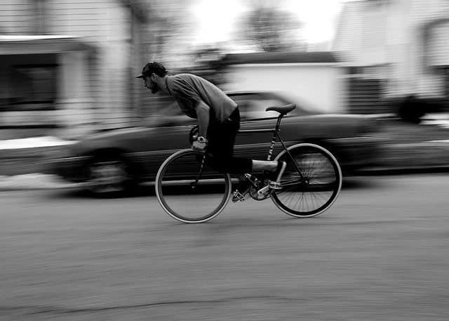 Posisi badan pada saat rem sepeda fixie
