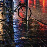10 Tips dan cara bersepeda di musim hujan