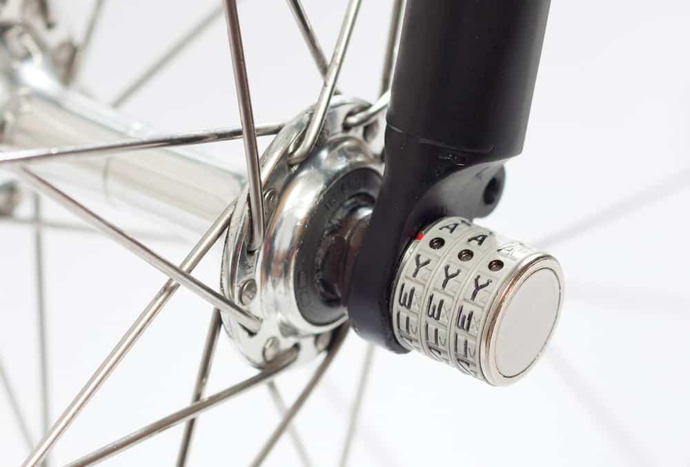 Gembok sepeda dengan password kombinasi 3 karakter