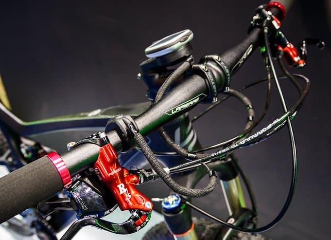 Mengatur kabel yang berantakan pada sepeda