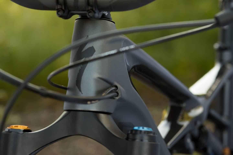 Rangka sepeda dengan jalur kabel internal