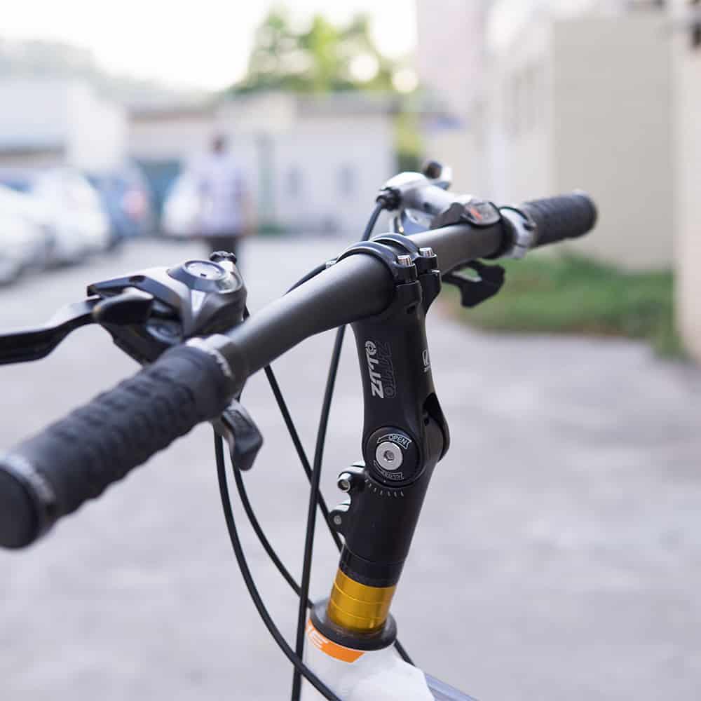 Pengaturan stem untuk mengubah geometri sepeda
